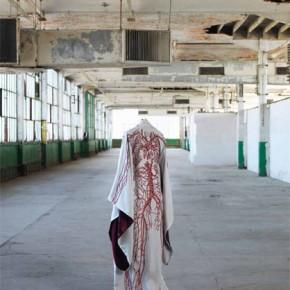 Enchères : 27 kimonos réalisés par des artistes contemporains